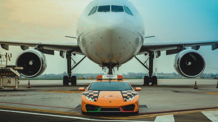 Lamborghini Huracan RWD follow me αεροδρόμιο