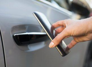 Hackers διασυνδεδεμένα αυτοκίνητα online internet