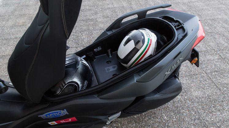 2020 Yamaha XMAX 300 Tech MAX δοκιμή Traction