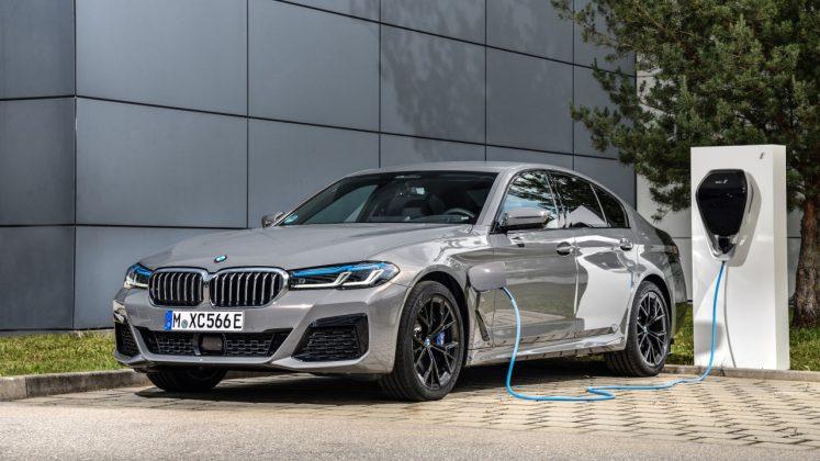 BMW 545 e xDrive plug-in