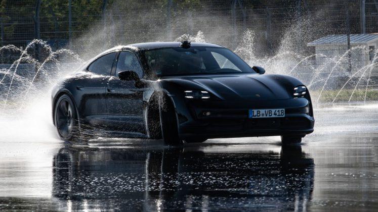 Porsche Taycan ρεκό Guinnness drift
