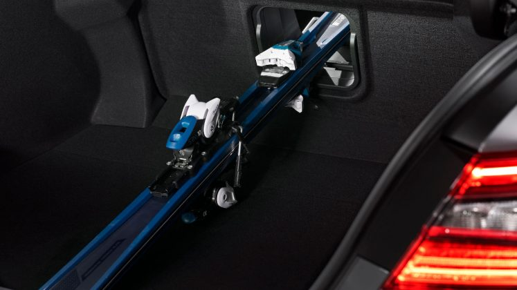 Toyota Camry Hybrid ανανέωση 2020