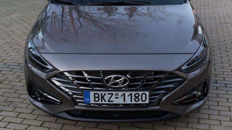 Hyundai i30 Fastback δοκιμή Traction 2021