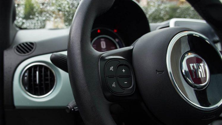 Fiat 500 Hybrid δοκιμή traction.gr