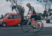 Ποδηλάτης κόντρα σε αυτοκίνητο video