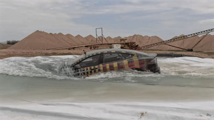 Tesla Model S νερό