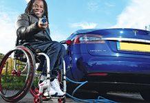 Ade Adepitan ηλεκτρικό αυτοκίνητο κινητικά προβλήματα 2021